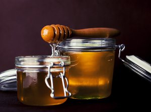 Uses and Benefits of Honey for Skin and Hair