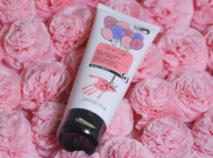 Secret Life Detox Therapy Hand Cream with Glove Effect
