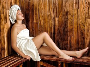 Anti-cellulite Procedures in a Steam Bath or Sauna